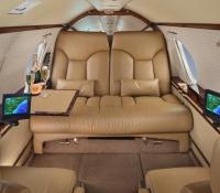 falcon_10_jet_aircraft_N715JC_cabin_champagne-3mb.jpg