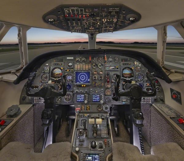 Falcon_10_jet_Clubjet_9'15_N908TF_cockpit-3mb