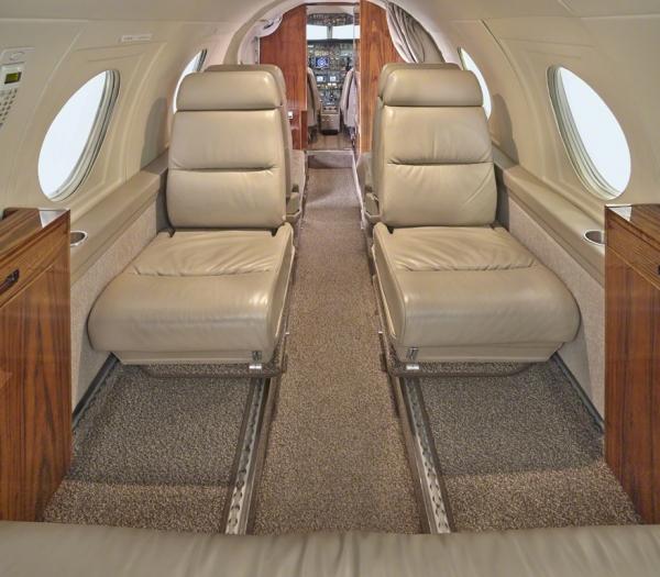 Falcon_10_jet_Clubjet_9'15_N908TF_seats_a-3mb