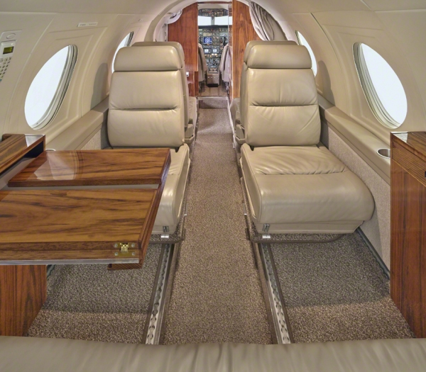 Falcon_10_jet_Clubjet_9'15_N908TF_seats_table-3mb