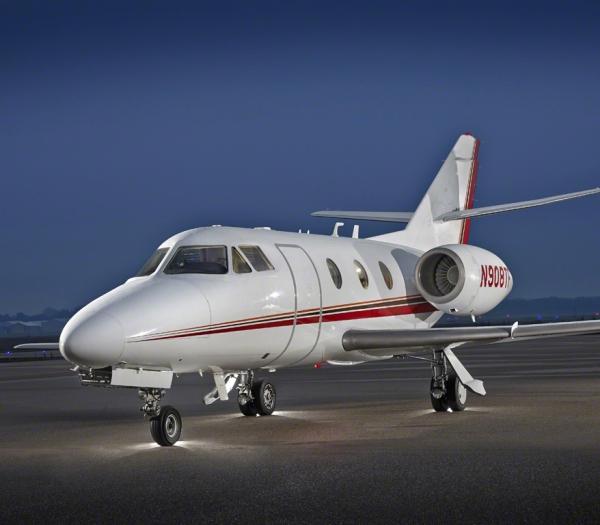 Falcon_10_jet_Clubjet_9'15_N908TF_x_exterior_front-3mb