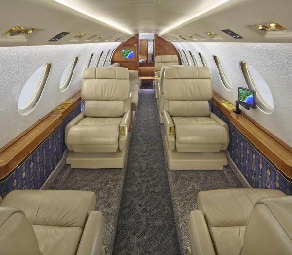 Falcon_50_Jet_ClubJet_9'15_N8400E_cabin_a-3mb