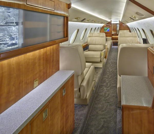 Falcon_50_Jet_ClubJet_9'15_N8400E_galley-3mb