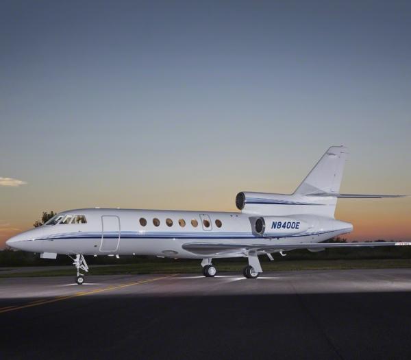 Falcon_50_Jet_ClubJet_9'15_N8400E_x_exterior_side-3mb