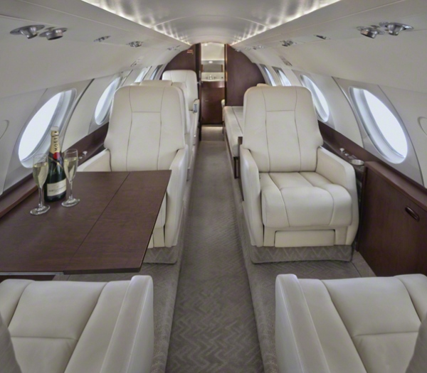 Falcon_20_Jet_N200WK_4'15_cabin_table_champage-1mb